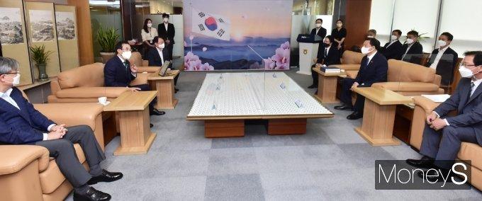 [머니S포토] 농협, 국가보훈처 100% 우리 농산물 김치 나눔행사