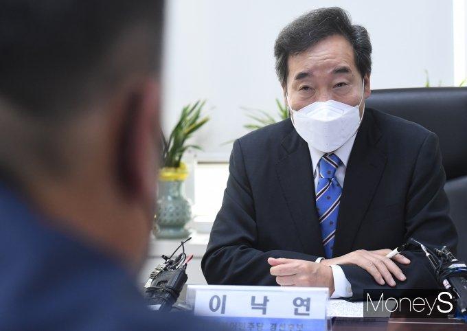 [머니S포토] 이낙연 전 대표 '한국노총 목소리 청취'