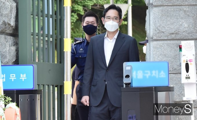 [머니S포토] 삼성家 '이재용' 재수감 207일만에 8.15 가석방 출소