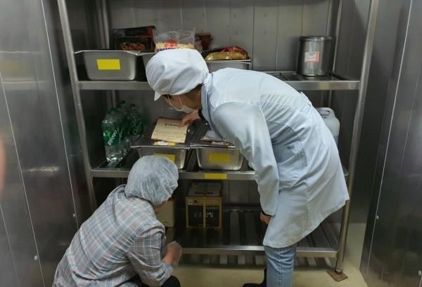 광명시(시장 박승원)는 9월 1일부터 9월 10일까지 관내 초‧중·고 및 유치원 급식소, 식자재 공급업체 등 36곳을 대상으로 식중독 예방 합동 점검을 실시한다고 30일 밝혔다. / 사진제공=광명시