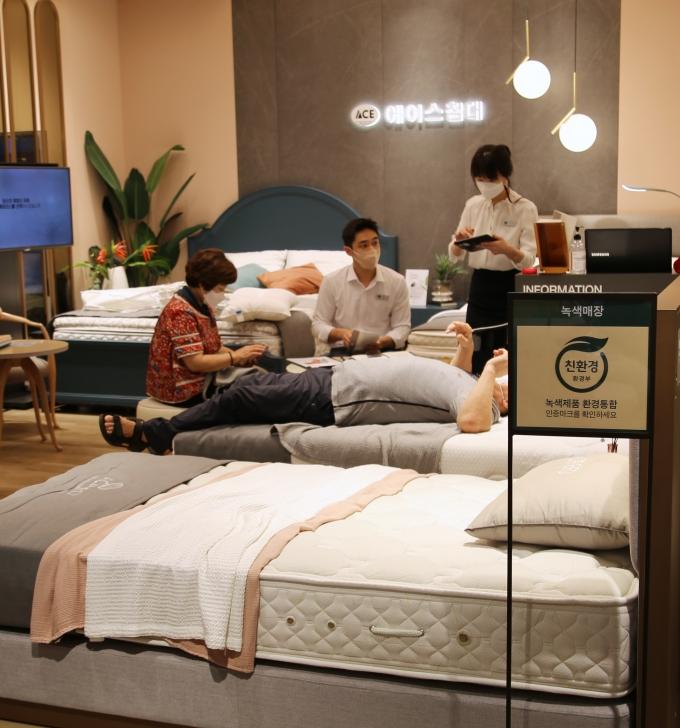 """광주신세계는 본관 8층에서 오는 9월 12일까지 에이스침대의 'THE DREAM FAIR""""를 진행한다/사진=광주신세계 제공."""