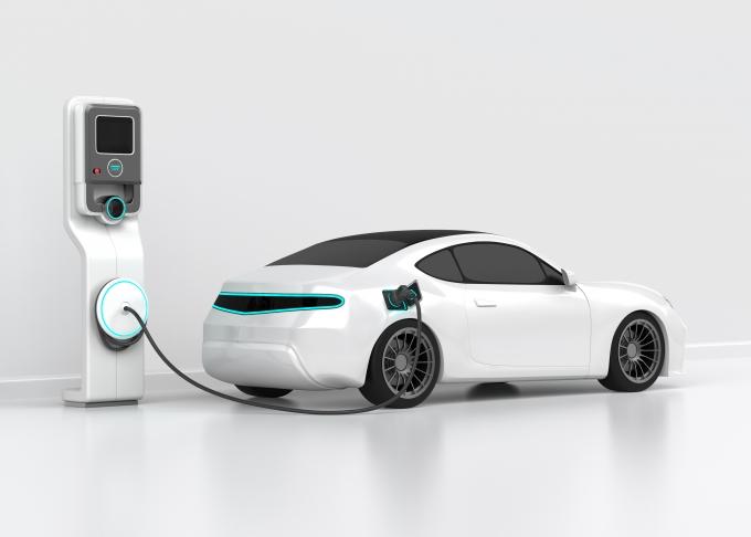 글로벌 자동차 회사들이 내연기관차 생산 중단 계획을 잇달아 선언하며 '전기차 전쟁'을 벌이고 있다. 국내에서도 전기차 시장이 확대되는 가운데 국내증시에서 전기차 충전 관련주에  투자자의 관심이 집중된다./사진=이미지투데이