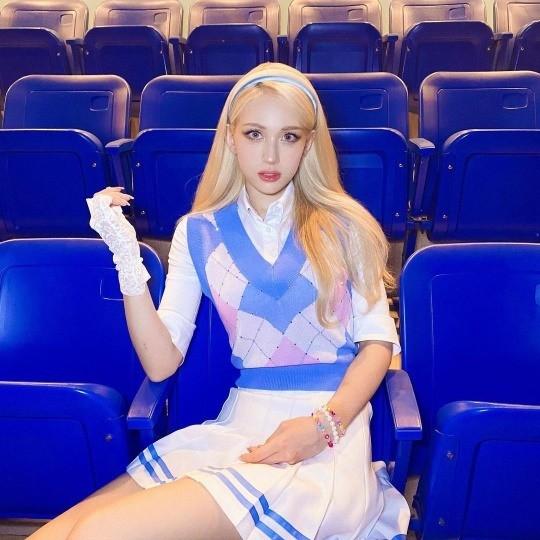 가수 전소미가 신비로운 분위기의 셀카를 공개했다. /사진=전소미 인스타그램