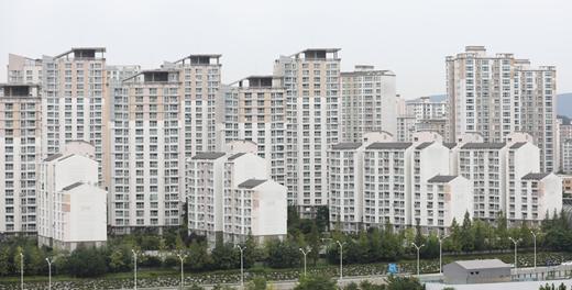 7월 아파트 매매거래 '3건 중 1건', 거주자 아닌 외지인이 샀다