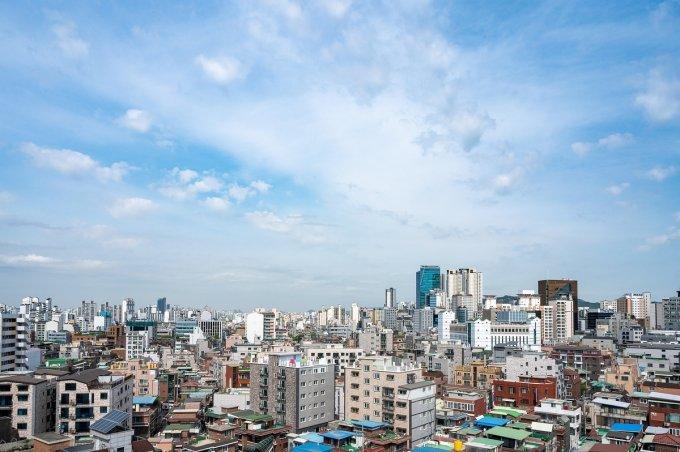 무주택자 갈 곳 없네… 서울 작은 반지하 집도 전세 '1억'