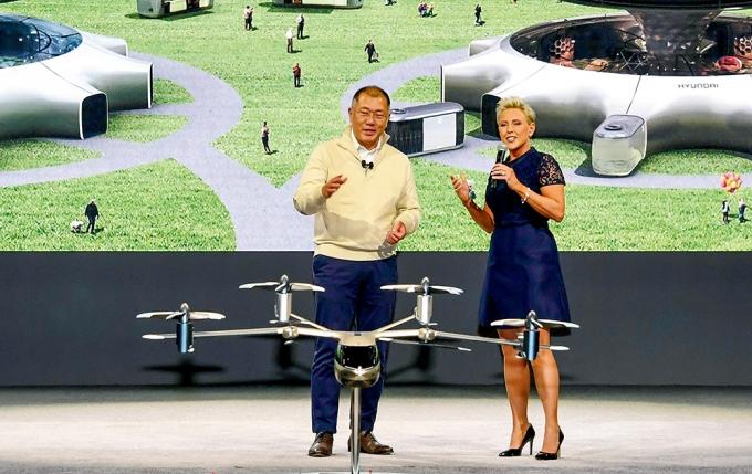 지난해 미국 라스베가스 CES 2020에서 미래 모빌리티비전을 발표하는 정의선 현대자동차그릅 회장 /사진제공=현대자동차그룹