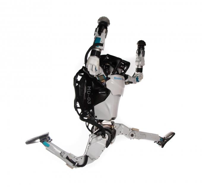 보스턴다이내믹스의 아론 손더스 최고기술책임자는 최근 열린 미디어 간담회에서 현대차그룹의 휴머노이드 2족 보행 로봇 '아틀라스'에 대해 걷고 뛰는 것은 물론 춤을 추거나 복잡한 체조 동작까지도 가능한 세계 최고의 역동적인 휴머노이드 로봇이라고 평가했다. /사진제공=현대차그룹