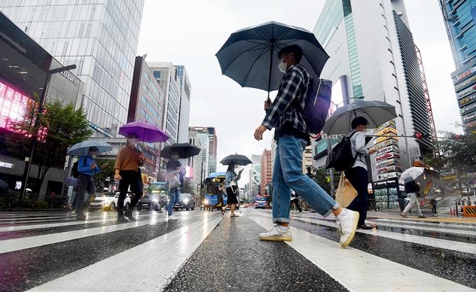 현재 한국 사회의 MZ세대들은 재테크 등을 통해 미래에 대비하면서도 스스로의 행복을 위해 지갑을 여는데 주저하지 않는 것으로 나타났다. /사진=장동규 기자