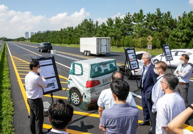 GMTCK의 능동 안전 시험로는 길이 최대 600m와 폭 15m의 4개 차선 도로 규모를 갖췄으며 첨단운전자보조장치를 테스트할 수 있다.  /사진제공=한국지엠