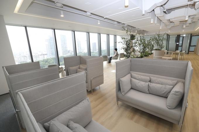KT송파빌딩 오피스동 사옥 내부 전경. /사진제공=KT
