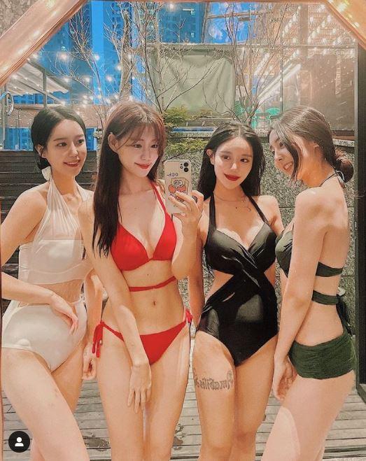 SSG 랜더스 치어리더들의 비키니 몸매가 주목받고 있다. 사진은 안이랑, 김도아, 장은유, 목나경. /사진=목나경 인스타그램
