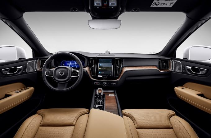 볼보가 SK텔레콤과 협업한 신형 XC60을 선보인다. 사진은 신형 XC60 내부. /사진=볼보
