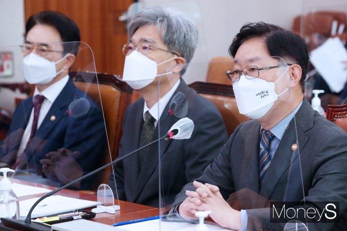 [머니S포토] '고발사주' 의혹, 현안질의 답하는 與 윤석열