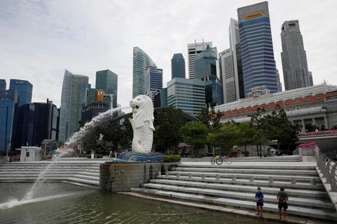 지난 14일(현지시각) 로이터통신이 싱가포르 보건부 자료를 인용한 보도한 바에 따르면 이날 싱가포르 신규 코로나바이러스 감염증(코로나19) 확진자는 지난해 8월 이후 가장 많은 837명을 기록했다. 사진은 지난달 31일 싱가포르 머라이언 공원. /사진= 로이터