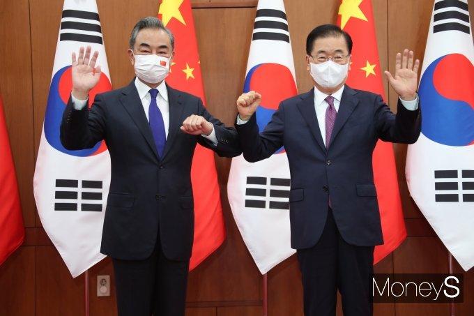 [머니S포토] 정의용·왕이, 한중 외교장관 회담