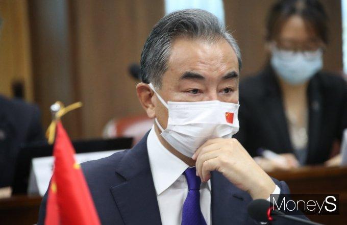 [머니S포토] 정의용 장관 발언 경청하는 왕이 중국 외교부장