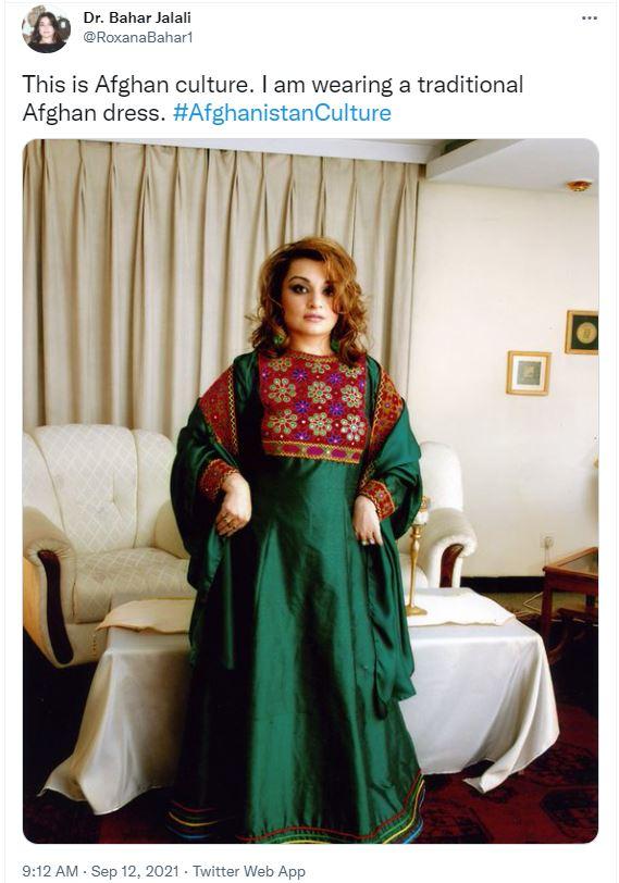 아프가니스탄 여성들이 트위터를 통해 극단주의 이슬람 수니파 무장단체 탈레반이 세운 복장 규제에 대응하기 위해 다른 형식의 전통의상을 입은 사진을 사회관계망서비스(SNS)에 게시해 저항운동을 펼치고 있다. /사진=바하르 자랄리 트위터 캡처