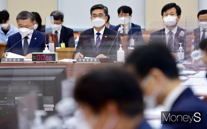 ▲ 정석환 병무청장(왼쪽부터), 서욱 국방부 장관(가운데), 강은호 방위사업청장