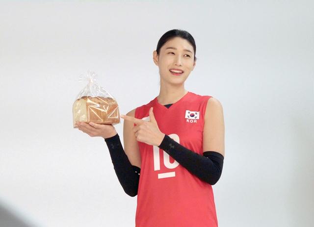 SPC삼립이 월드클래스 배구 선수 김연경 선수를 모델로 구상한 신제품 '식빵언니'를 출시한다./사진제공=SPC삼립