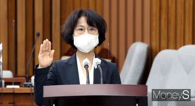 [머니S포토] 오경미 대법관 후보자 '선서'