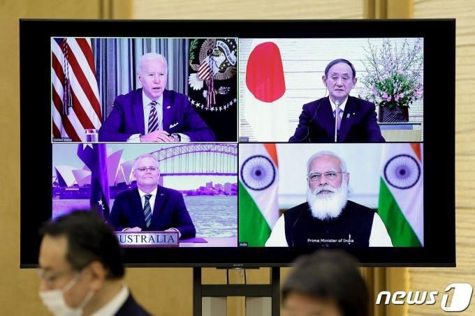 2021년 3월12일(현지시간) 화상으로 열린 사상 첫 4개국 쿼드(Quad) 정상회의에 참석한 (왼쪽 위부터 시계방향으로) 조 바이든 미국 대통령, 스가 요시히데 일본 총리, 나렌드라 모디 인도 총리, 스콧 모리슨 호주 총리의 모습. © AFP=뉴스1 © News1 조소영 기자