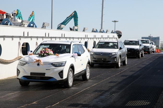 쌍용자동차, 첫 전기차 코란도 '이모션' 수출 선적… 11월 유럽서 판매
