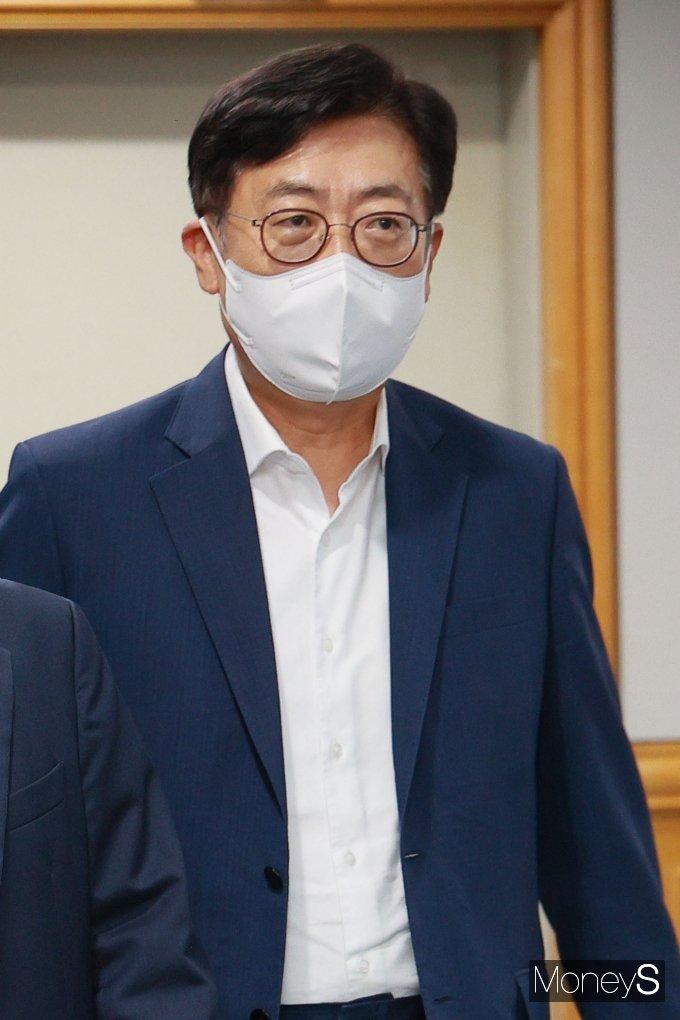 [머니S포토] 간담회 참석하는 박재식 저축중앙회 회장