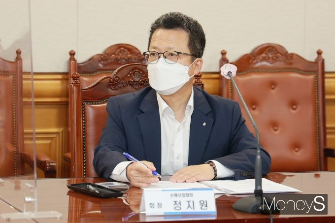 [머니S포토] 금융위원장-금융협회장 간담회 참석한 정지원 손해보험협회장