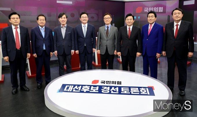 [머니S포토] 첫 방송토론 시작하는 국민의힘 대선 경선 후보들