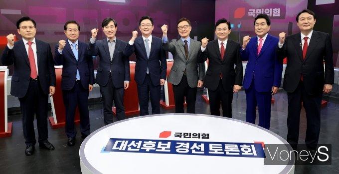 [머니S포토] 국민의힘 대선주자들 첫 TV토론