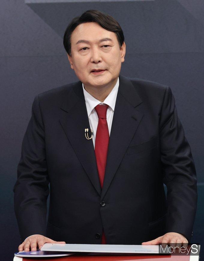 [머니S포토] 방송토론 준비하는 윤석열 예비후보
