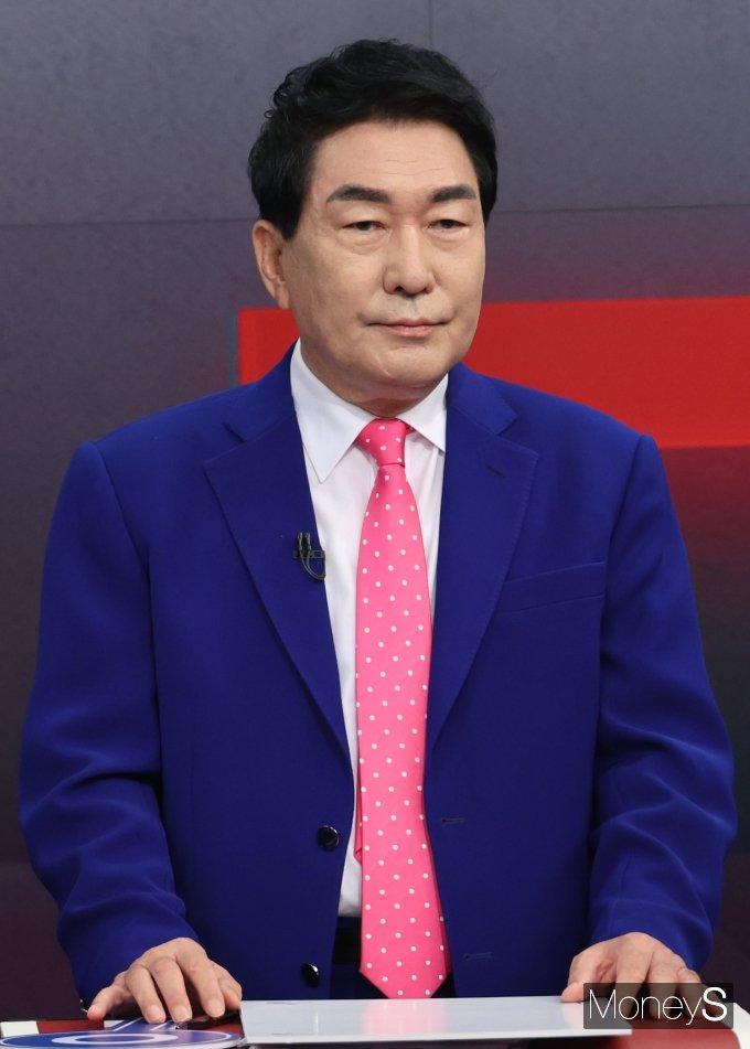 [머니S포토] 첫 방송토론 참석한 안상수 후보