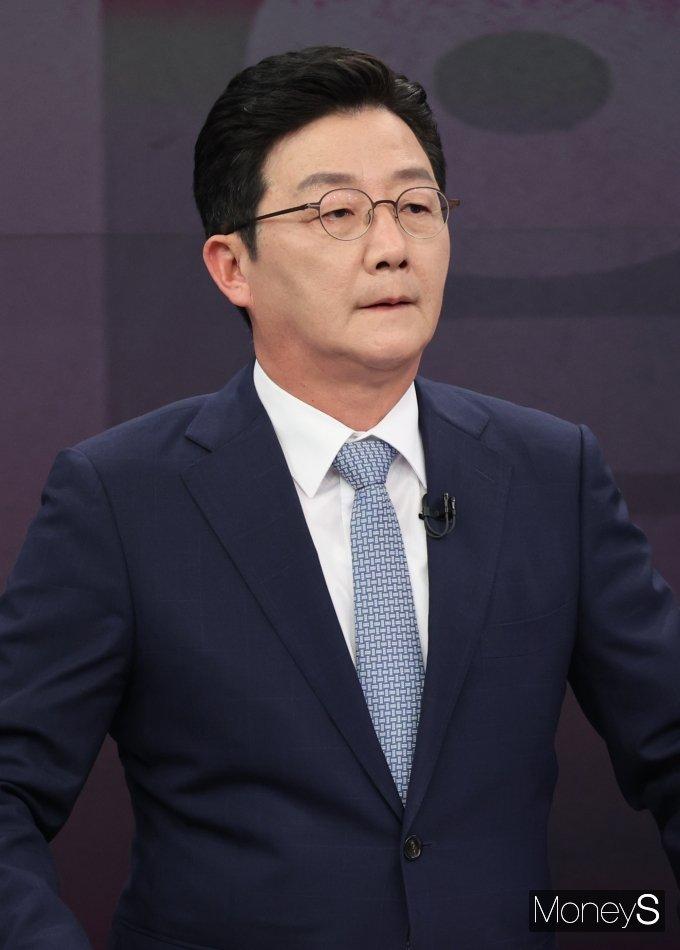 [머니S포토] 유승민 예비후보 '방송토론 준비'