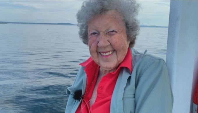 미국 메인주 로클랜드에 사는 버지니아 올리버(사진)는 무려 94년 동안 랍스터 잡으러 직접 바다로 나가고 있다. /사진=트위터 캡쳐