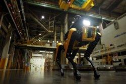 車 공장 안전 '로봇'이 지킨다… 현대차그룹, 4족 보행 로봇 '스팟' 현장 투입
