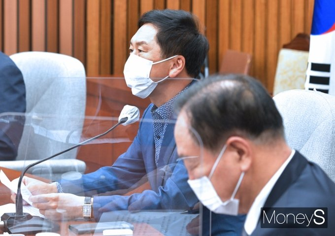 [머니S포토] 국민의힘 원내대책회의, 발언하는 '김기현'