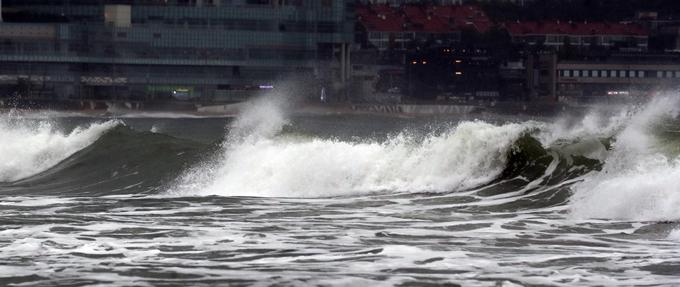 17일 오후 2시30분부터 부산 앞바다에 태풍경보가 발효됐다. 사진은 이날 부산 해운대해수욕장 모습. /사진=뉴스1