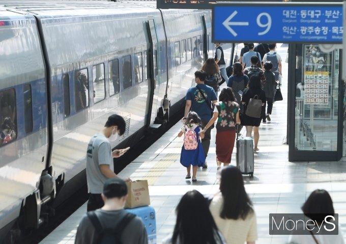 [머니S포토] 추석 귀성객으로 붐비는 서울역
