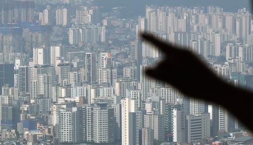 """""""집 사야 돼"""" 식지 않는 열기… 수도권 아파트, 아직 사려는 사람 더 많다"""