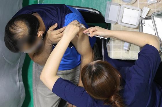 백신 미접종자 541만명, 오늘부터 사전예약… 10월1일 접종 시작