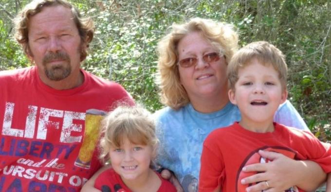 윌리엄 퀸스 콜번 3세(15·맨 오른쪽)는 자신의 부모님과 여동생을 총으로 쏴 살해한 뒤 극단적 선택을 했다. (고펀드미 갈무리)© 뉴스1