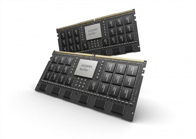 지난 8월 삼성전자가 핫칩스 학회에서 발표한 AXDIMM. PIM 기술을 모듈 단위로 확장해 D램 모듈에 AI 엔진을 탑재했다. /사진제공=삼성전자