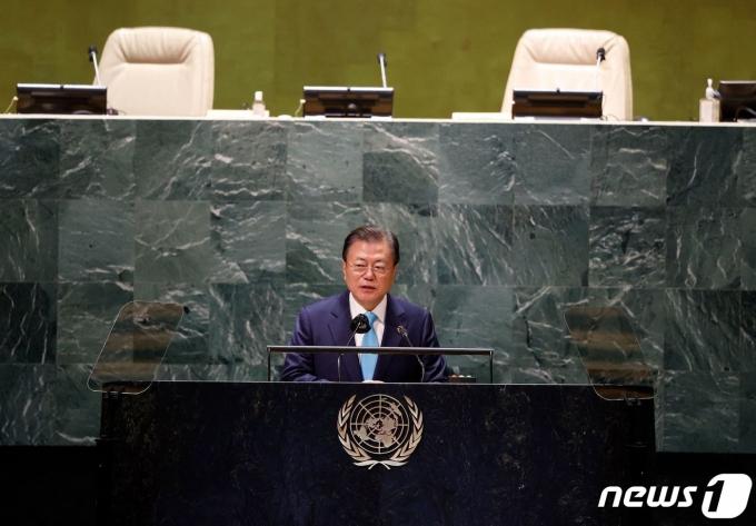 문재인 대통령이 20일(현지시간) 뉴욕 유엔본부에서 열린 제76차 유엔 총회 SDG Moment(지속가능발전목표 고위급회의) 개회 세션에서 발언하고 있다. © AFP=뉴스1