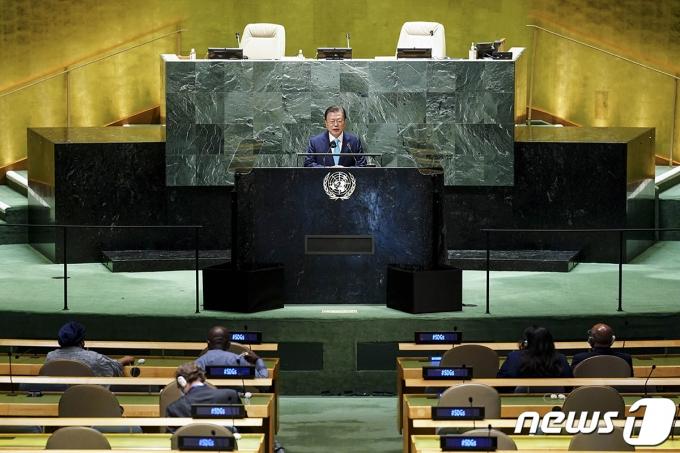 문재인 대통령이 20일(현지시간) 뉴욕 유엔본부에서 열린 제76차 유엔 총회 SDG Moment(지속가능발전목표 고위급회의) 개회 세션에서 발언하고 있다. (청와대 제공) 2021.9.21/뉴스1