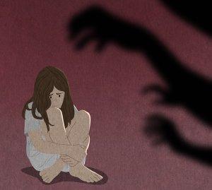 흉기로 찌르고 피 흘리며 쓰러진 여성에 성행위… 징역 15년