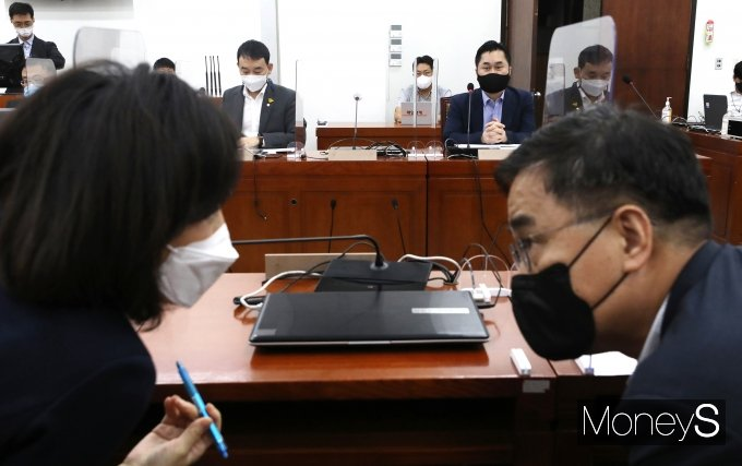 [머니S포토] '언중법 개정안 처리 D-3'…언론중재법 여야 협상난항