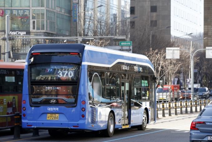 """""""탄소중립은 이동수단부터"""" 정부, 수소버스·택시에 연료보조금 준다"""