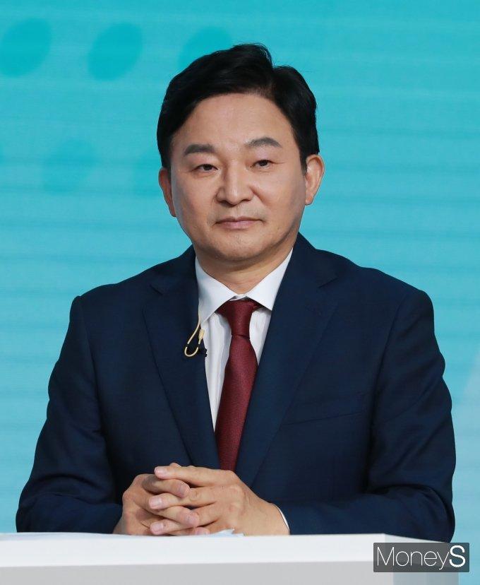 [머니S포토] 제2차 방송토론회 출석한 원희룡 예비후보