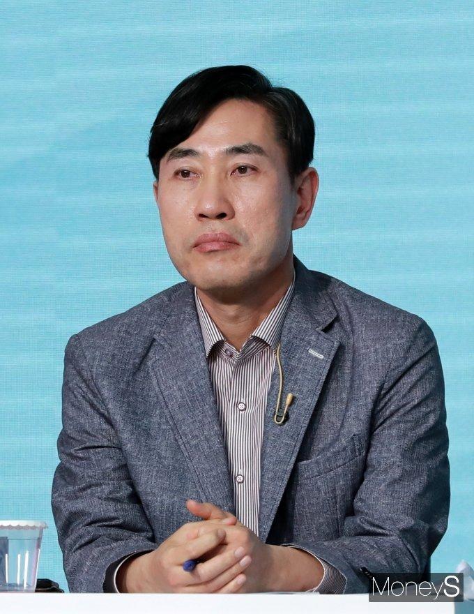 [머니S포토] 하태경 '국힘 대권주자 2차 토론회 준비'