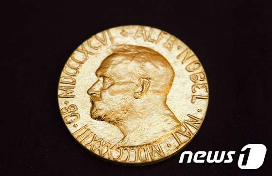 2018년 노벨 평화상 수상자에게 수여된 메달. (자료사진) © AFP=뉴스1